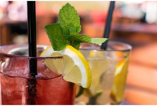Cu ce cocktail-uri te delectezi sezonul acesta